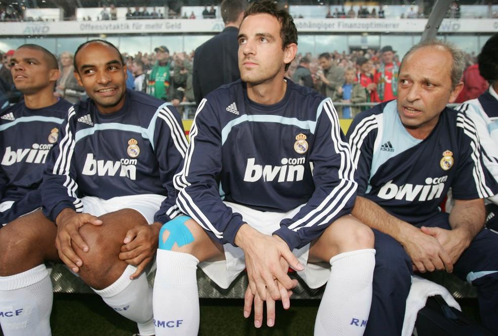 Metzelder, entre os brasileiros Pepe e Emerson, no Real Madrid em 2007  — Foto: Getty Images