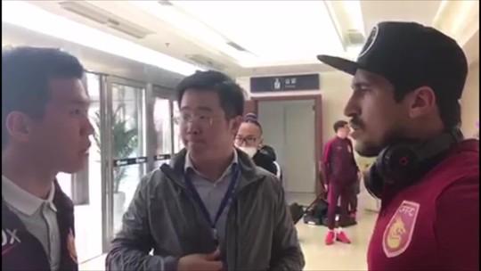 """Profissão """"Faz-tudo"""": de picanha a barbearia, saiba como brasileiros se viram na China"""