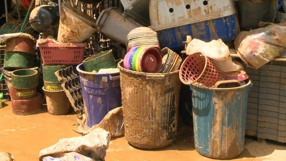 Muitos comerciantes e moradores perderam tudo com a enxurrada no Sul do ES — Foto: Reprodução/ TV Gazeta
