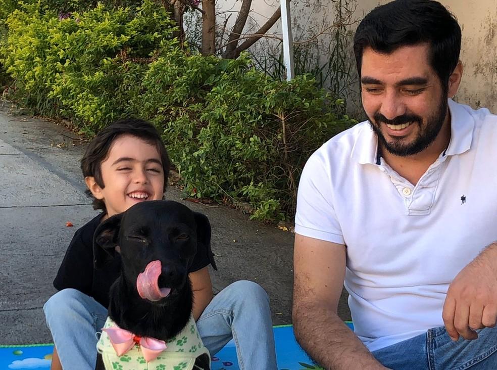 Cadela adotada por família de Jundiaí é batizada de 'Quarentena' — Foto: Thiago Calheiro Costa/Arquivo Pessoal