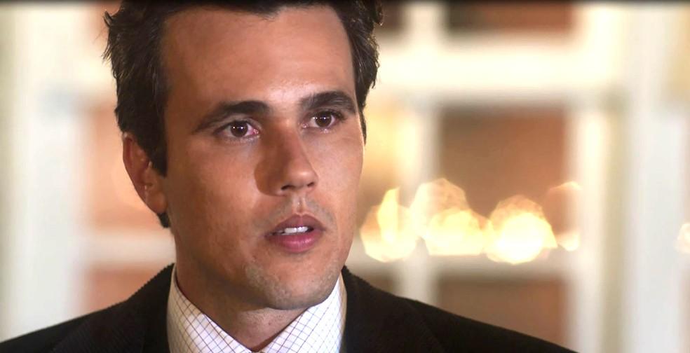 Vicente conhece Inácio e deixa claro que não sente ciúme (Foto: TV Globo)