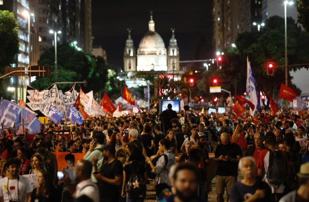 Protesto levou milhares de pessoas ao Centro do Rio — Foto: Marcos Serra Lima/G1