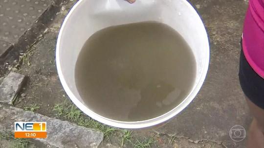 Moradores denunciam água suja e com mau cheiro chegando às torneiras