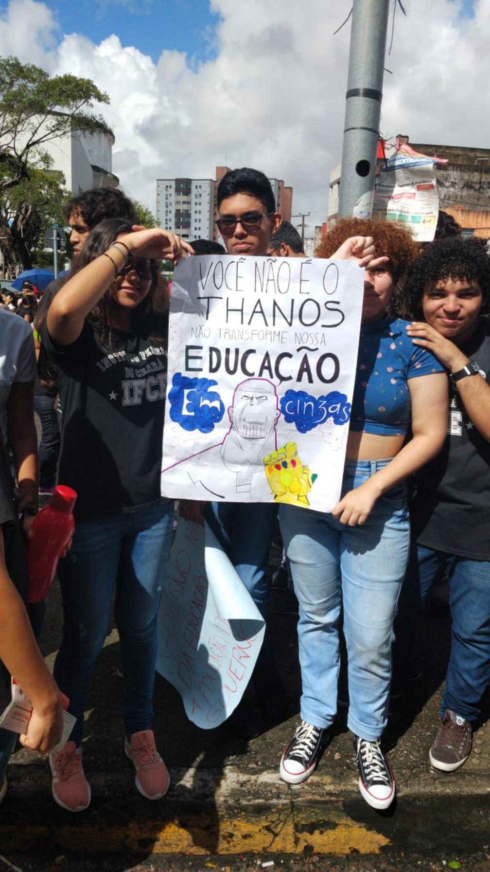 Fortaleza - estudantes fazem protesto contra bloqueios na educação — Foto: Nicolas Paulino/SVM