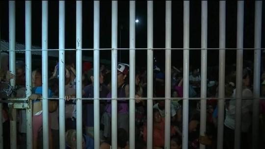 Imigrantes dormem na fronteira do México com a Guatemala