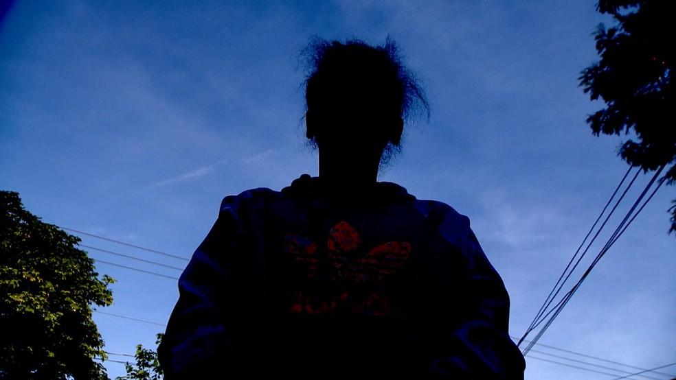 Mãe falou sobre o socorro à filha no bairro do Romão, em Vitória — Foto: Ari Melo/ TV Gazeta