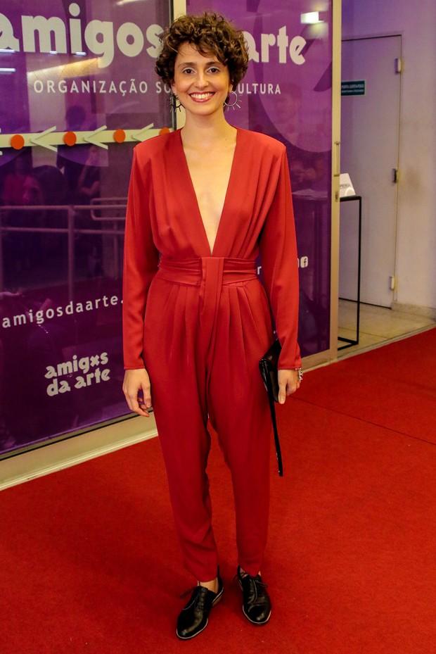 Carol Duarte no tapete vermelho do Prêmio APCA 2020 (Foto: AgNews)