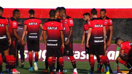 Sem artilheiro, técnico do Atlético-GO deve apostar em Denilson contra o Coritiba