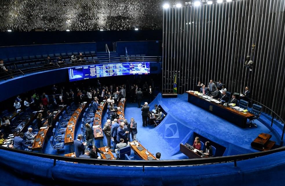 Senadores reunidos no plenário durante a sessão desta quarta-feira (11) — Foto: Roque de Sá/Agência Senado