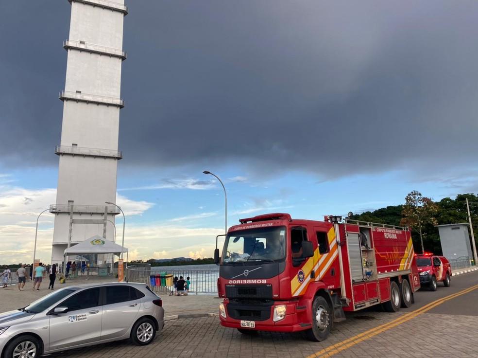 Bombeiros foram acionados para fazer o resgate dos vistantes — Foto: Caíque Rodrigues/G1 RR