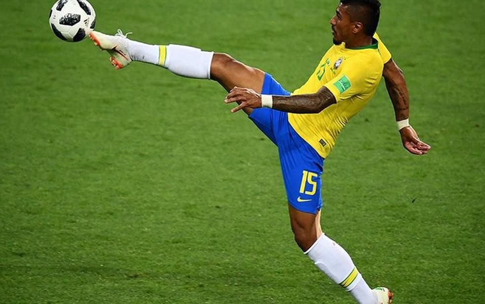 Meio de campo da Seleção Brasileira, Paulinho parece dançar balé (Foto: Eugênio Sávio/Arquivo Pessoal)