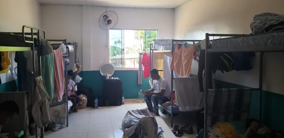 Abrigo montado em Assis Brasil tem 25 imigrantes atualmente — Foto: Arquivo pessoal