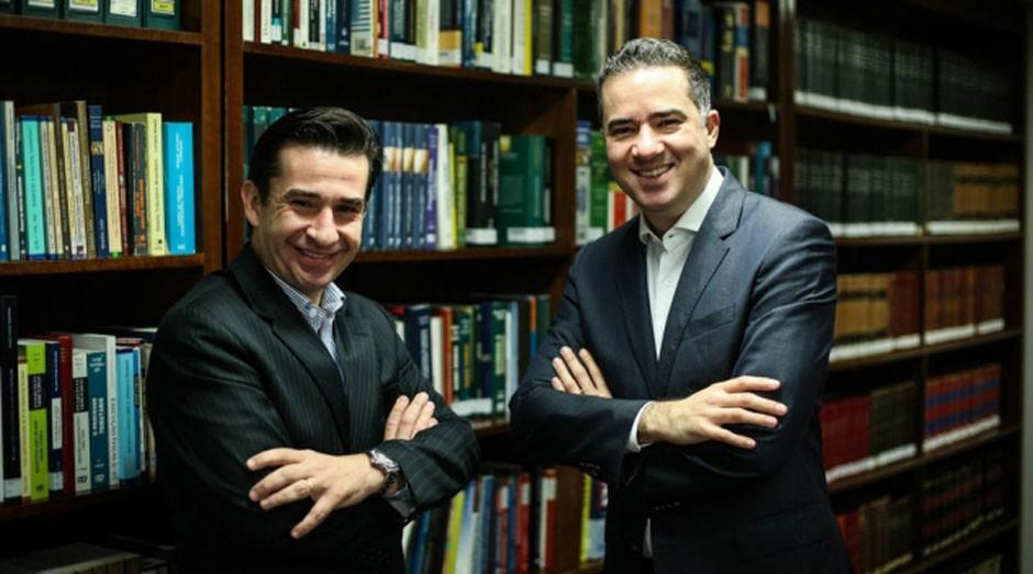 Uso inteligente de dados poupa advogados do escritório Peixoto e Cury de realizarem trabalho burocrático, dizem Martins e Alves, da banca (Foto: Reprodução/Estadão Conteúdo)