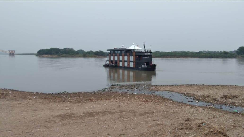 Com rio Paraguai com menores níveis de água da história, barco que levaria sertanejo ao Pantanal encalha