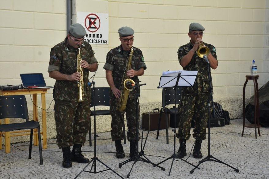 Em homenagem ao Dia das Mães, banda do Exército se apresenta no Hospital Santa Casa em Juiz de Fora; veja vídeo