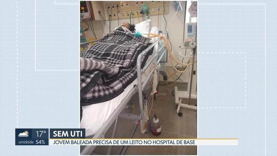 Jovem baleada precisa de UTI no Hospital de Base