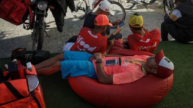 Em Pinheiros, a empresa iFood construiu um espaço de descanso e convivência para entregadores (Foto: LINCON ZARBIETTI, via BBC News Brasil)