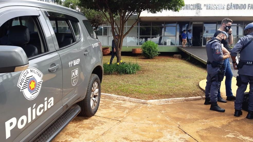 PM auxilia em operação do Ministério Público na Prefeitura de Guaíra (SP) — Foto: Marcos Felipe/EPTV