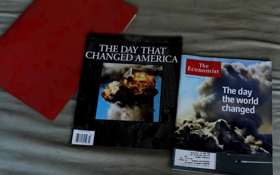 Sobrevivente não sabe muito bem porquê, mas guarda revistas sobre o atentado que presenciou da janela do escritório em que trabalhava, há 16 anos (Foto: Marcelo Brandt/G1)