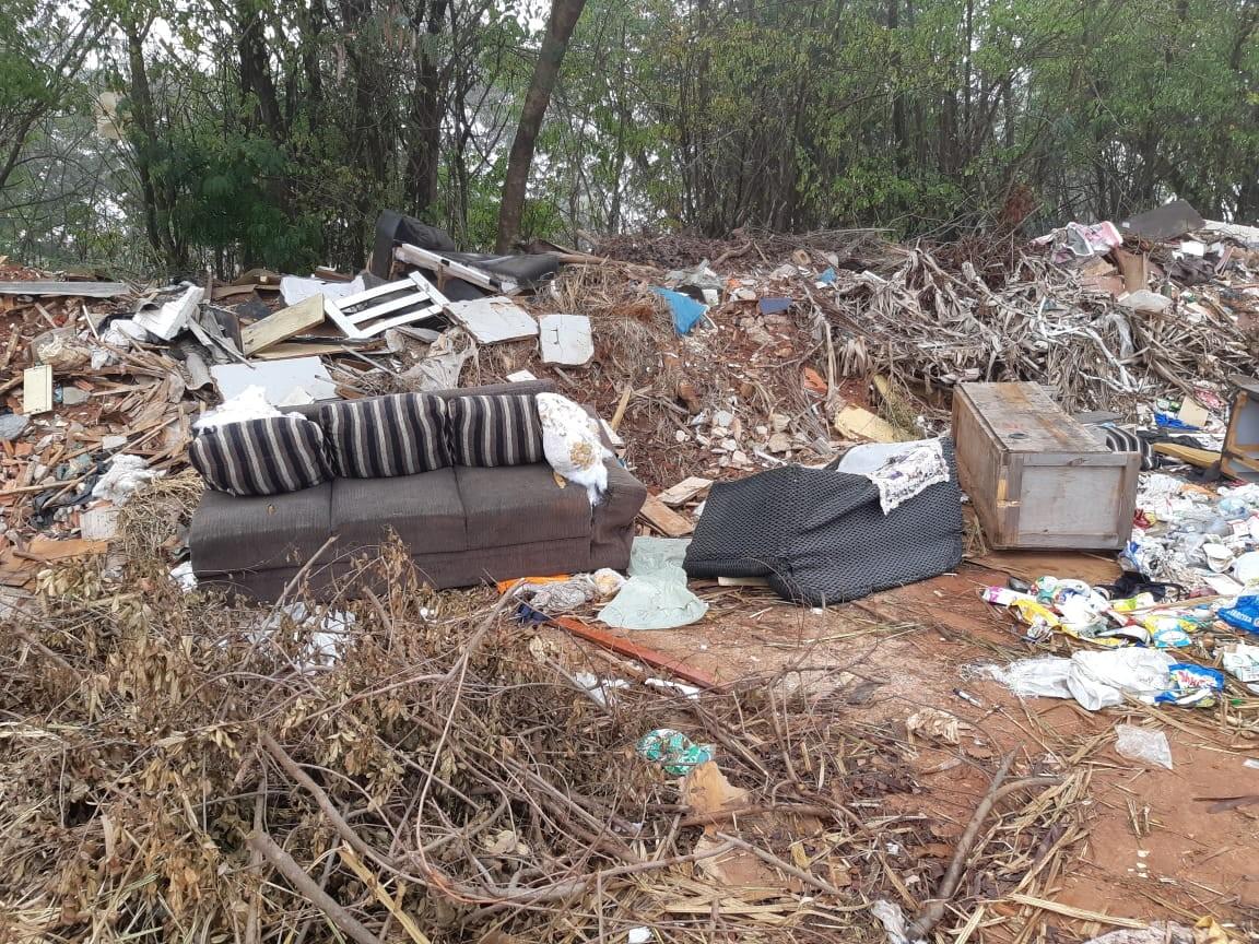 Moradores reclamam de descarte irregular de lixo após desativação de ecoponto em Piracicaba