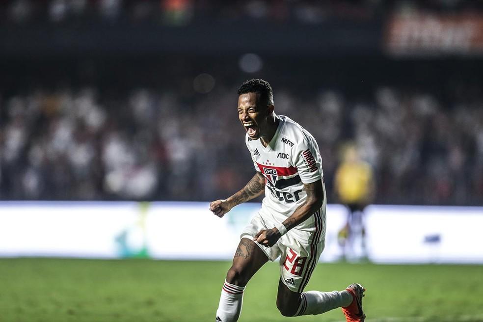 Tchê Tchê vibra com o gol pelo São Paulo contra o Flamengo — Foto: Paulo Pinto / saopaulofc.net
