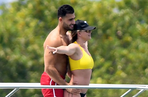 Britney Spears e o namorado, Sam Asghari (Foto: Grosby Group)