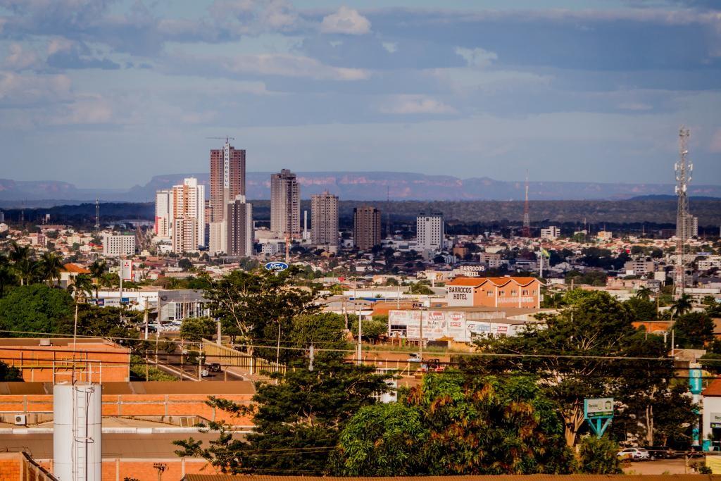 Novo decreto permite funcionamento de comércios até as 22h e proíbe abertura aos finais de semana em Rondonópolis (MT)