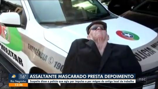 Homem que tentou assaltar banco fantasiado de idoso presta depoimento