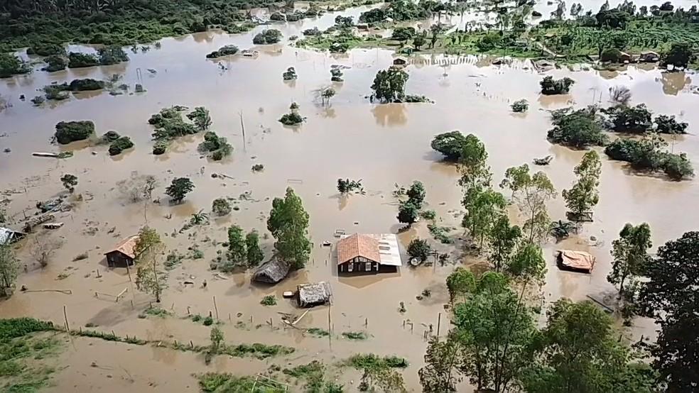 Rio Vermelho ultrapassa cinco metros do nível normal e município de Eldorado dos Carajás, no sudeste do Pará, entra em estado de alerta após alagamentos. (Foto: Alóes Oliveira)