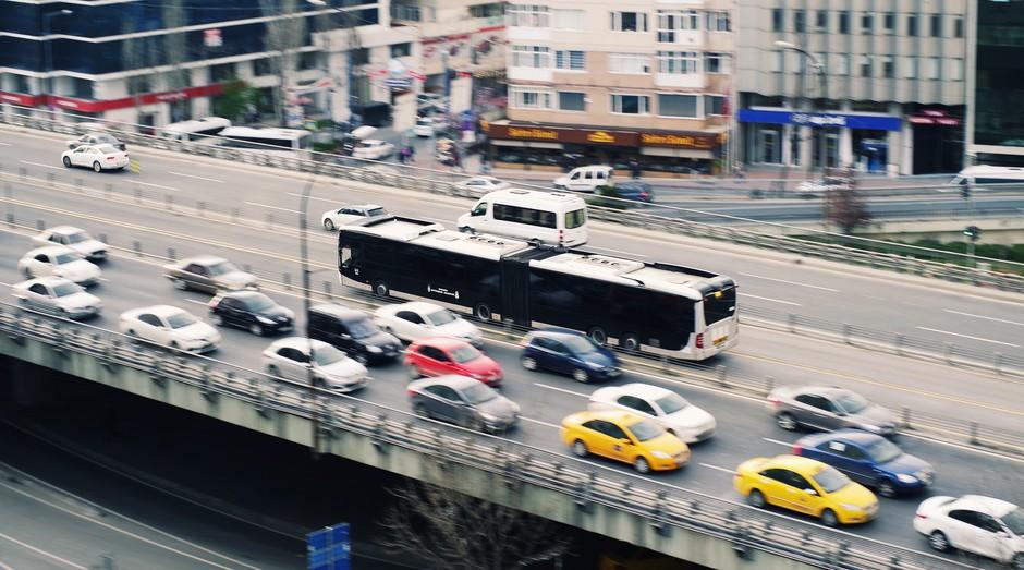 rua, onibus, carro, avenida (Foto: Reprodução/Pexels)