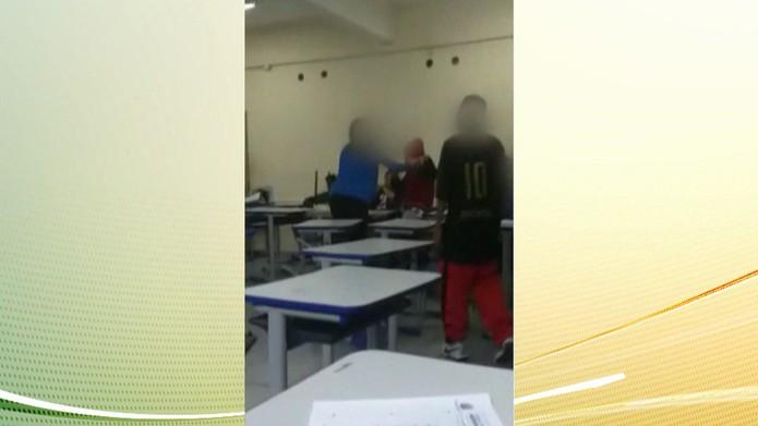 Alunos arremessaram livros e carteiras em professora — Foto: Reprodução/TV Globo