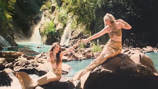 Rodaika e sua filha, Brenda, vivem dia como sereias em ensaio fotográfico; confira os cliques