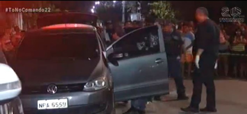 Casal foi alvo de diversos tiros contra o carro onde estava.  — Foto: Reprodução/TV Diário