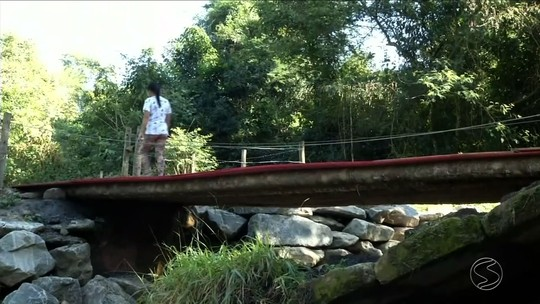 Moradores aguardam reforma de ponte que desabou em Paraty, na Costa Verde