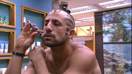 Kaysar faz a barba para a grande Final do BBB18