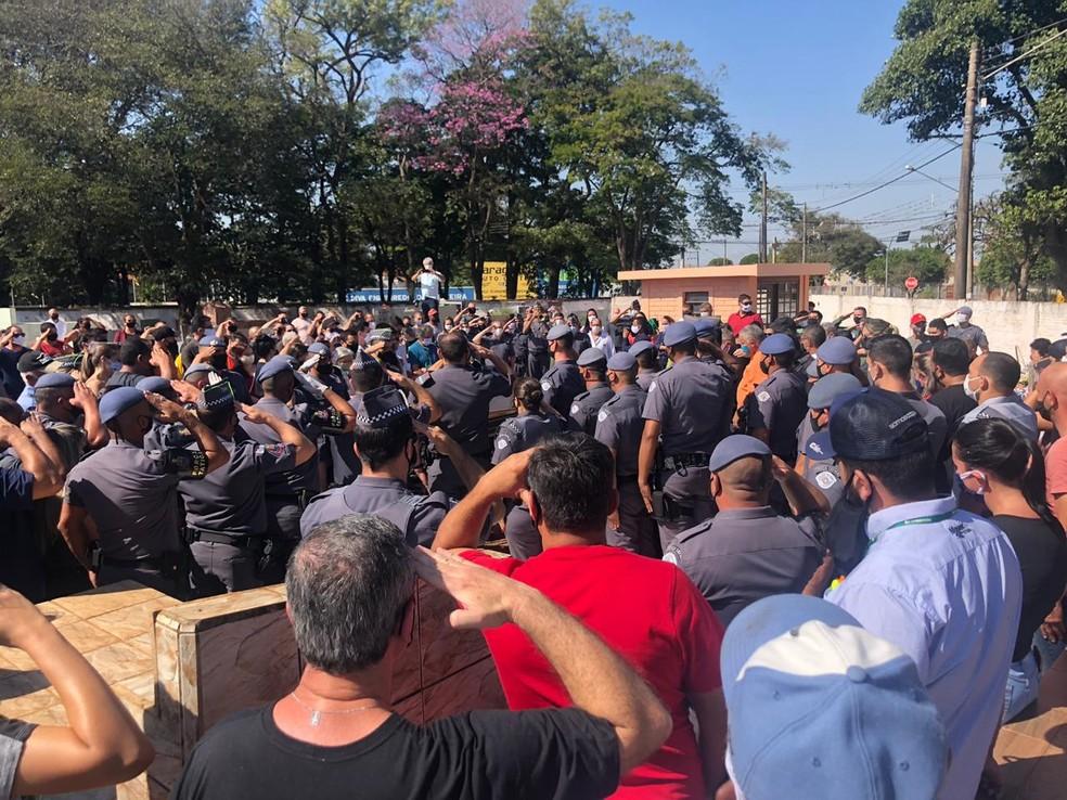 Cabo Alexandre foi enterrado nesta sexta-feira (17) em Paraguaçu Paulista — Foto: Indianara Campos/TV TEM
