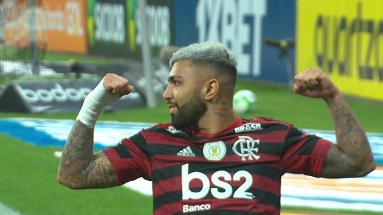 """Gol com 5min15s de VAR vira meme no Corinthians x Flamengo, e Gabigol critica: """"Muito ruim"""""""