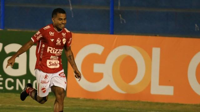 Dudu comemora o único gol do jogo