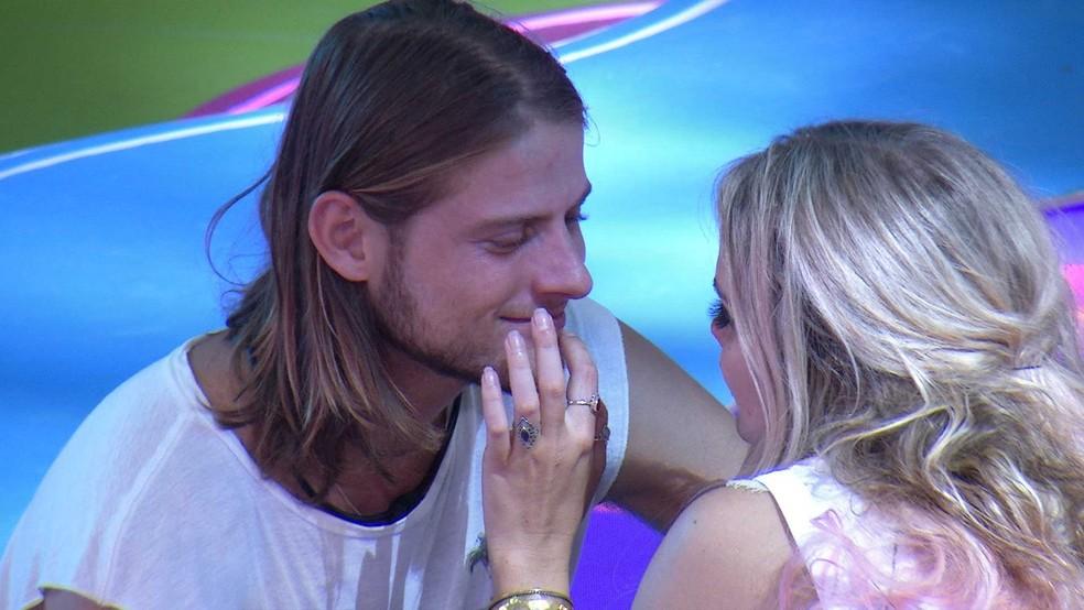 Daniel afirma sentir ciúmes de Marcela com Gizelly — Foto: Globo