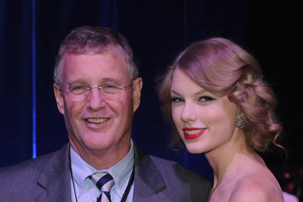 A cantora Taylor Swift com o pai, o empresário Scott Kingsley Swift (Foto: Instagram)