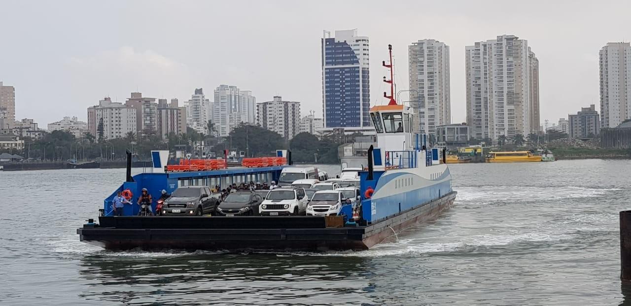 Duas balsas reforçam a travessia Santos-Guarujá na temporada de verão