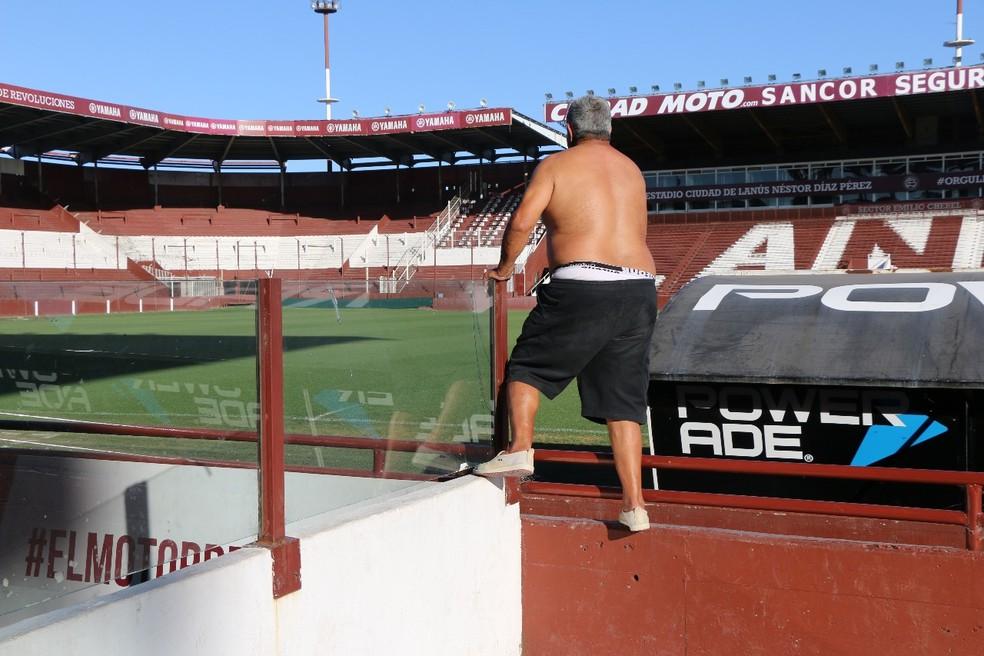 Ricardo mostrando como comemorou a vaga na final (Foto: Gustavo Serra)