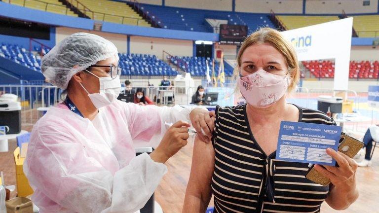 Capitais de 4 estados suspendem aplicação da 1ª dose da vacina contra a Covid-19 nesta terça