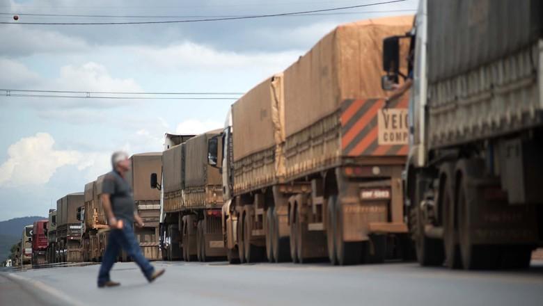 caminhos-da-safra-caminhões-estrada-paralisação-colunas (Foto: Editora Globo / Emiliano Capozolli )
