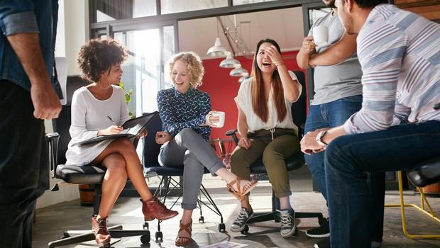 funcionários felizes, escritório, startup, reunião (Foto: Thinkstock)