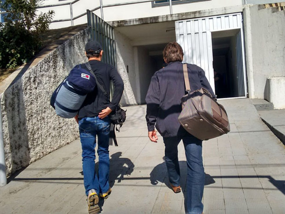 Em 2015, Integrantes de seita foram levados para sede da Polícia Federal em Varginha (Foto: Ernane Fiuza/EPTV/Arquivo)