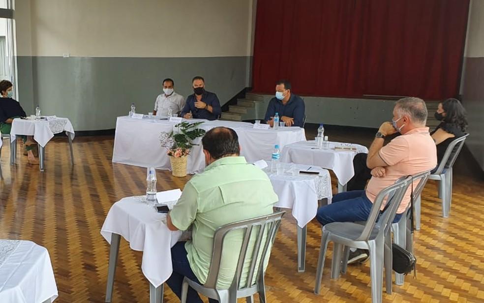 Prefeitos se reúnem para discutir medidas de enfrentamento à Covid-19 no Sul de Minas — Foto: Prefeitura/Poços de Caldas