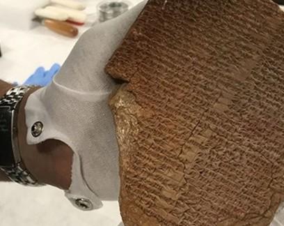 EUA devolvem ao Iraque tabuleta de Gilgamesh, roubada de museu em 1991