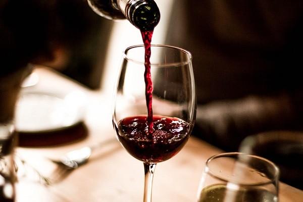 Aprenda a escolher o melhor vinho (Foto: Think Stock)