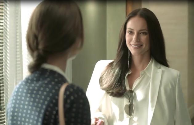 No sábado (15), Vivi (Paolla Oliveira) ficará noiva de Camilo (Lee Taylor) (Foto: TV Globo)